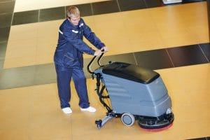 Finální úpravy podlah – umývání, lakování, impregnace
