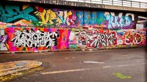 odstraňování graffiti z průmyslové části města
