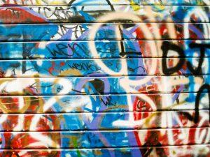 odstraňování graffiti z fasády rodinného domu