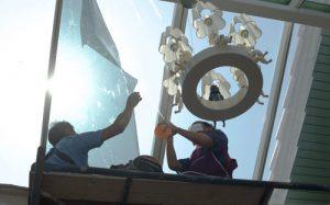 umývanie vysokých presklených budov