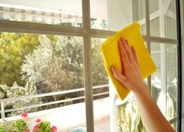 čistá okna beze šmouh