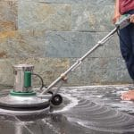 strojové čištění podlahy
