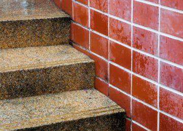 čištění betonové podlahy