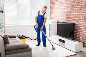 jak vyčistit namáhaný koberec